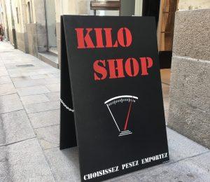 Stop trottoir bois Kilo Shop par Naoned Enseignes