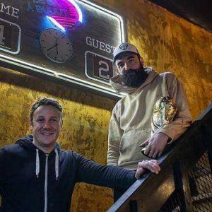Enseigne bois et néon Le bar à buuut Nantes par Naoned Enseignes