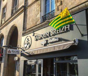 Enseigne lettrage Tavarn Breizh par Naoned Enseignes