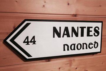 Création en bois panneau de signalisation Nantes