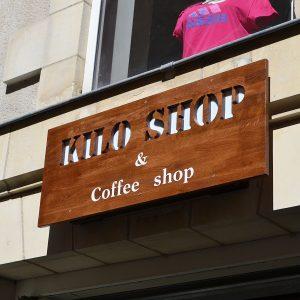 enseigne commerciale bois frontale Kiloshop